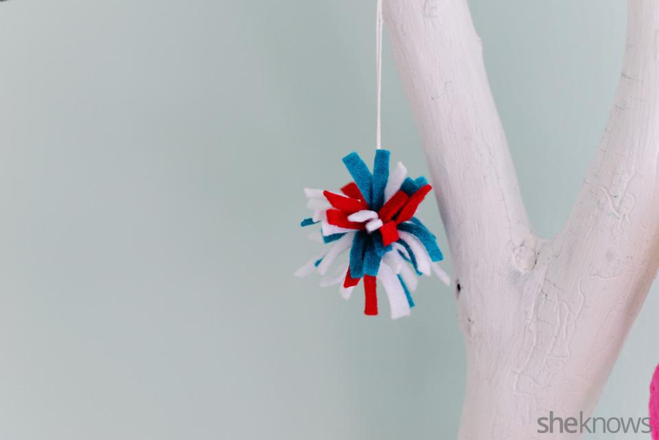 DIY felt ornaments Pompom