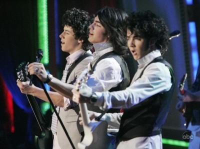 Dance Jonas, dance