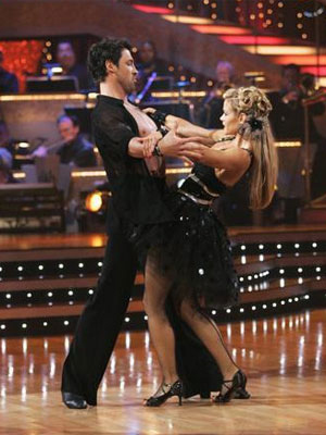 Denise Richards proves she's stiff on Dancing with the Stars