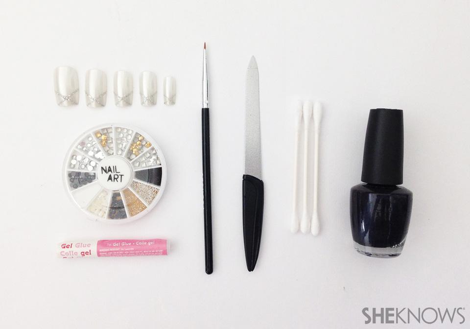 Dramatic flip manicure: Materials