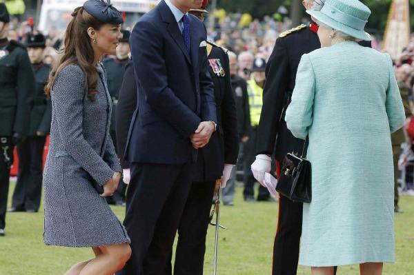 Duchess Kate curtsey