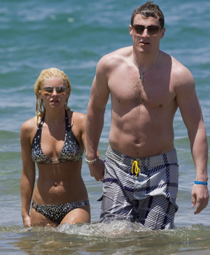 Elisha Cuthbert and her current beau