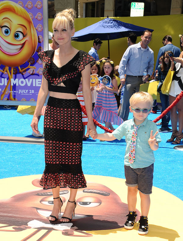 Anna Faris took her son to the premiere of The Emoji Movie.