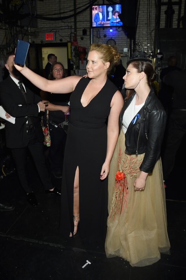 Selfie Amy Schumer and Rachel Bloom
