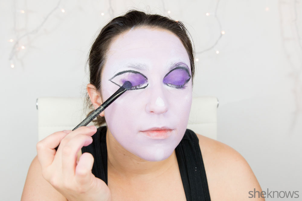 Ghoulish glam Halloween makeup tutorial: Step 9
