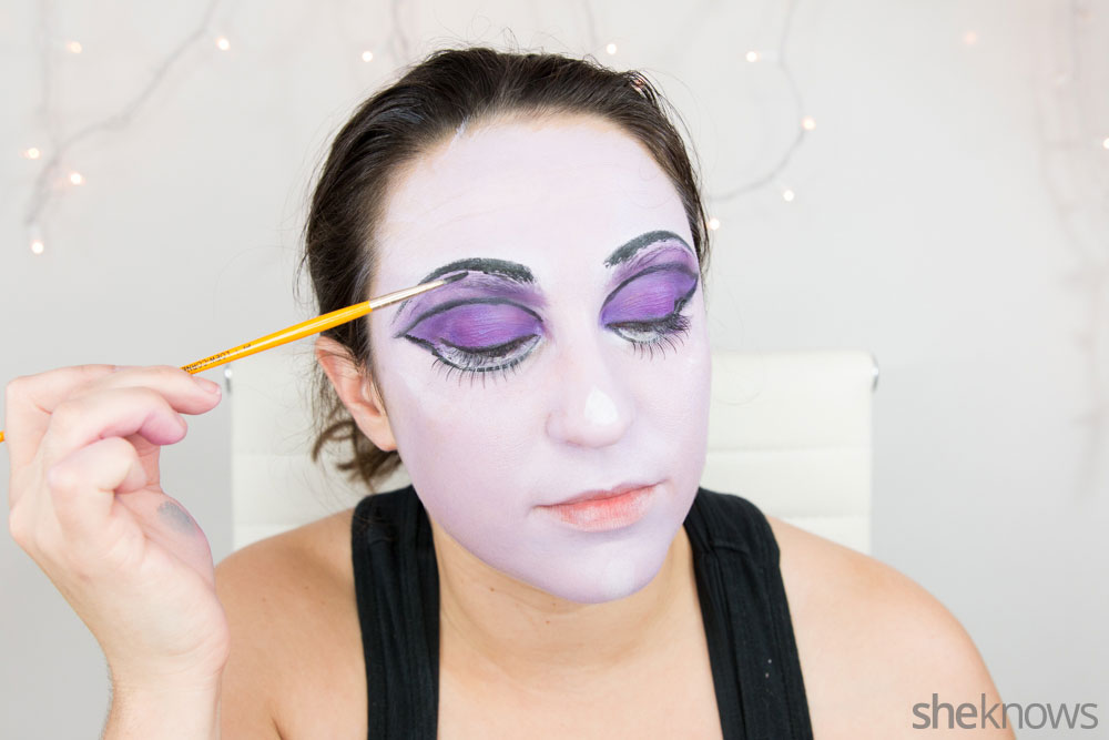 Ghoulish glam Halloween makeup tutorial: Step 11