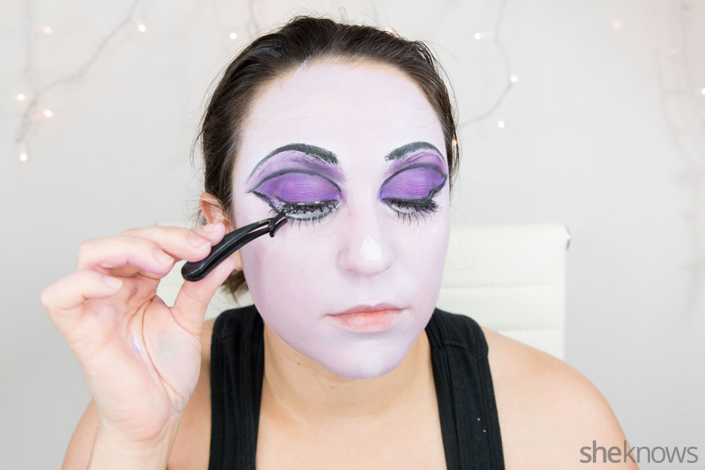 Ghoulish glam Halloween makeup tutorial: Step 12a