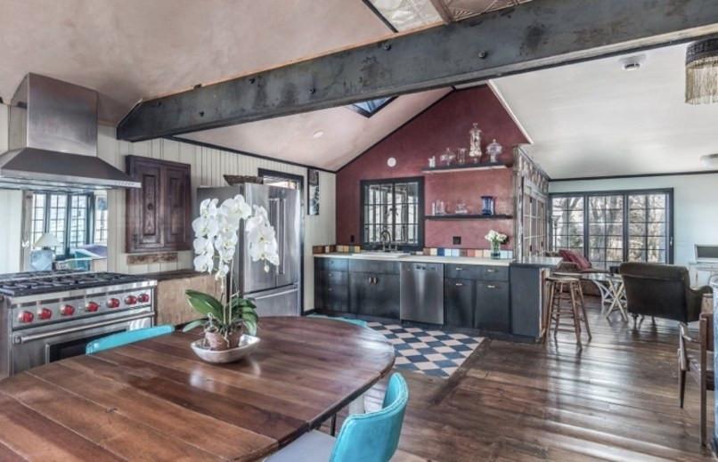 Jemima Kirke Girls East Hampton House For Sale | Kitchen