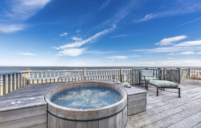 Jemima Kirke Girls East Hampton House For Sale | Hot tub