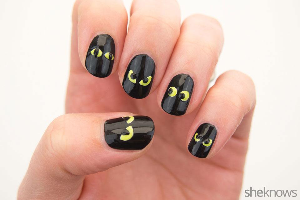 Spooky glowing eyes Halloween nail design: Step 5