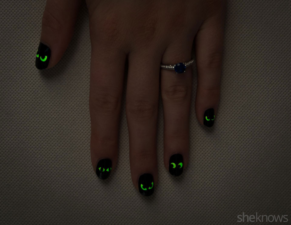 Spooky glowing eyes Halloween nail design: Step 6