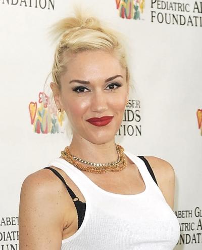 Gwen Stefani wearing a knot