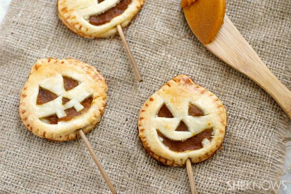 Cute jack o' lantern pie pops