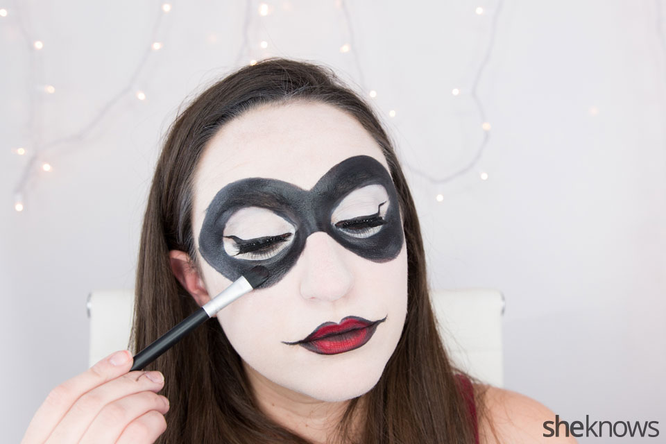 Harley Quinn makeup tutorial: Step 15