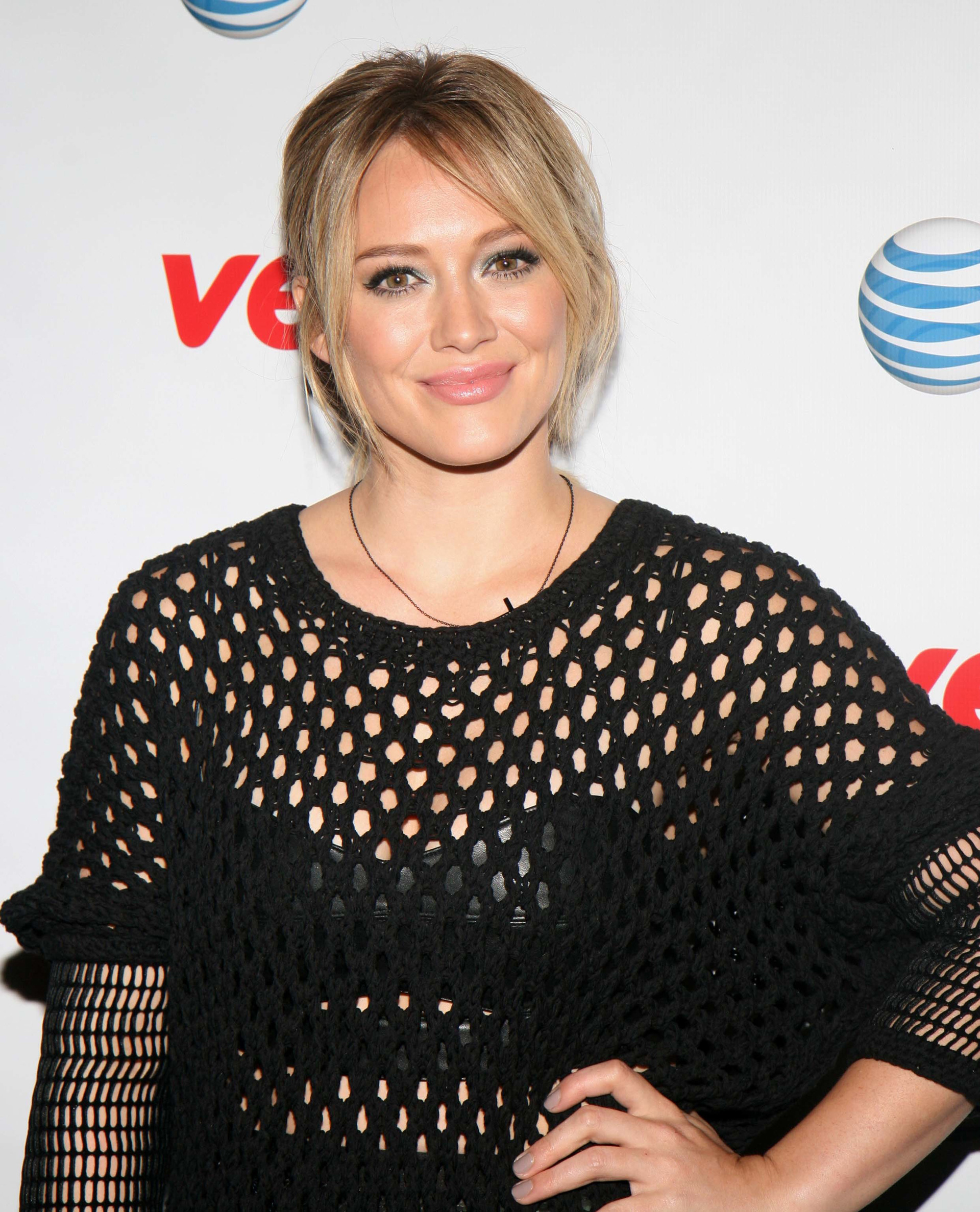 Best sparkly eye makeup: Hillary Duff