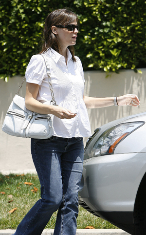Jennifer's 5 months pregnant