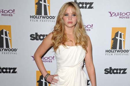 Jennifer Lawrence tapped to play Katniss in The Hunger Games
