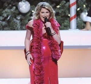 Jennifer Nettles at the CMA Country Christmas