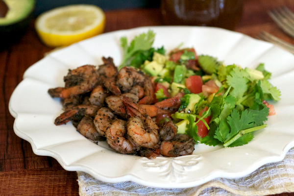 Caribbean jerk shrimp salsa salad