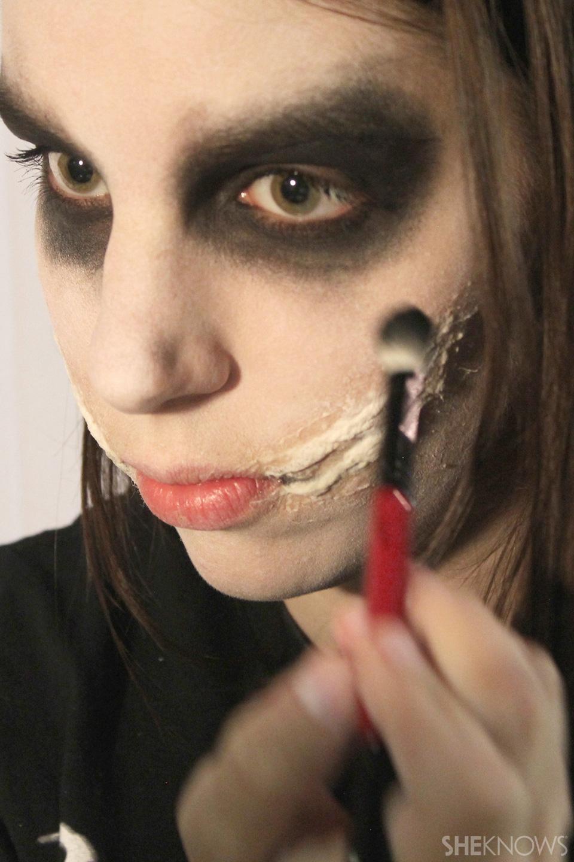 Freaky femme Joker makeup: Step 6
