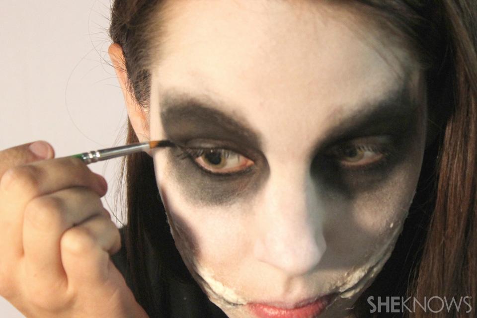 Freaky femme Joker makeup: Step 7