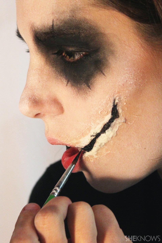 Freaky femme Joker makeup: Step 8