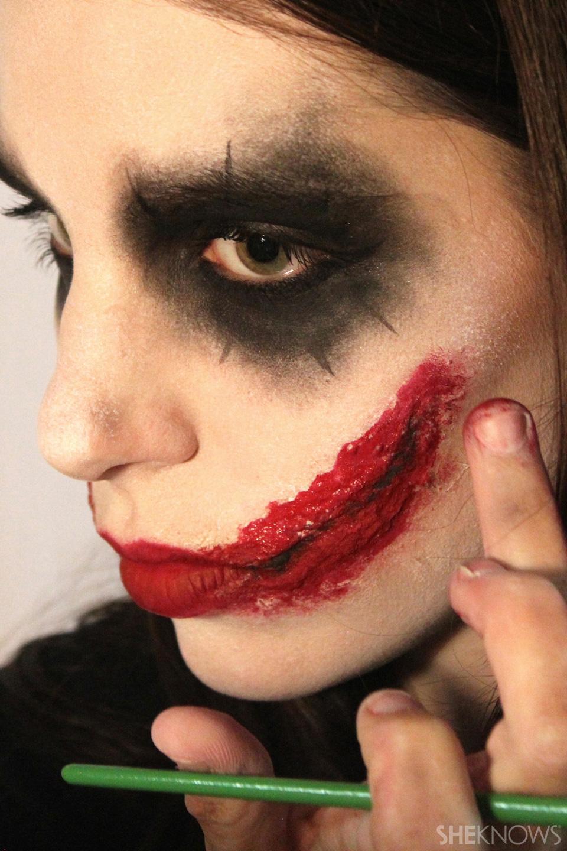 Freaky femme Joker makeup: Step 10