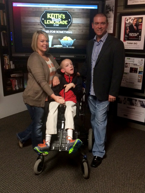 Keith and his parents | Sheknows.com
