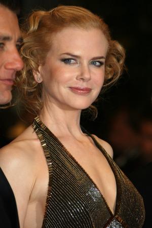 Nicole Kidman helps Katie Holmes