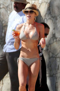 LeAnn Rimes in bikini