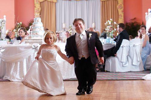 Little people once again take the spotlight on Little Couple on TLC