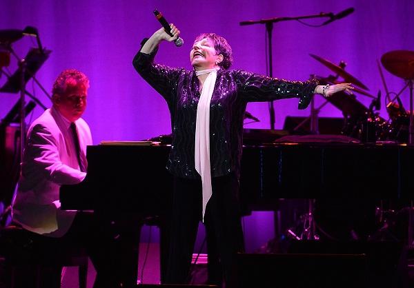 Liza Minnelli performing