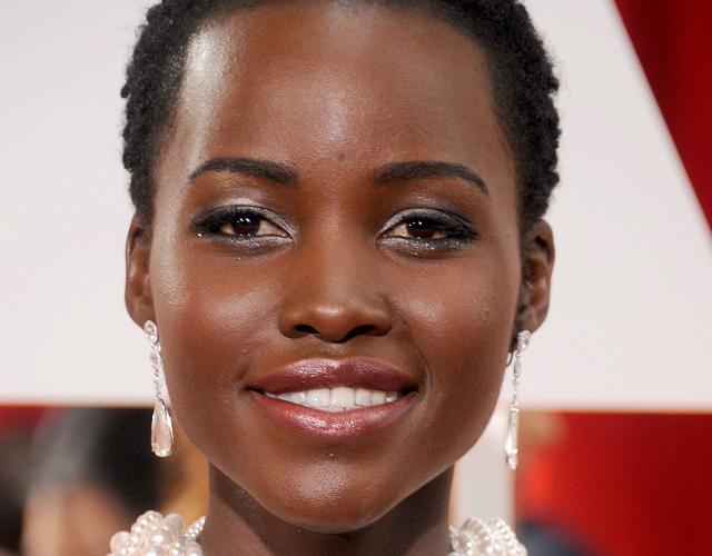 Lupita Nyong'o shimmery makeup