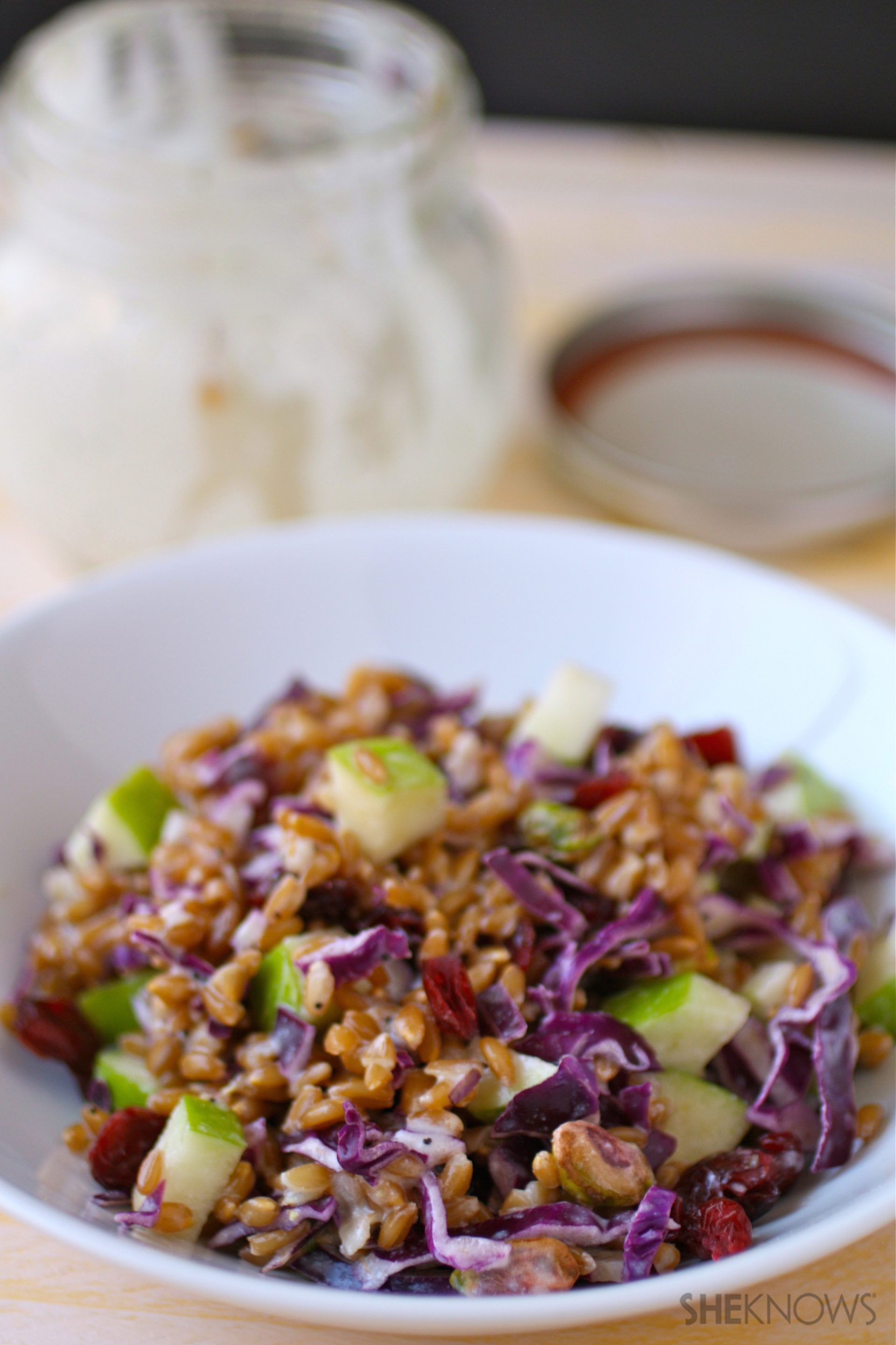 Mason jar salad with farro, cabbage and apples and poppy seed dressing