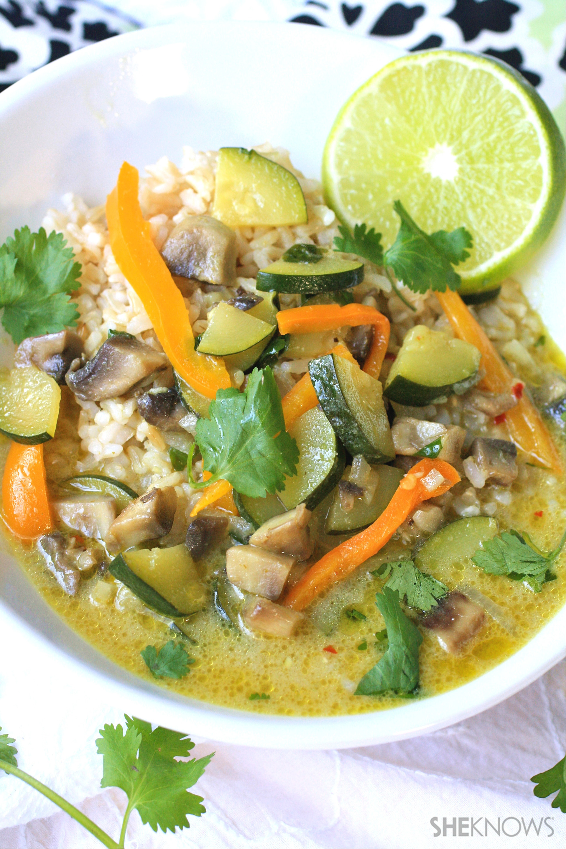 Green Thai curry with zucchini and mushrooms