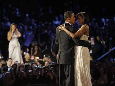 Barack and Michelle Obama dance to Beyonce