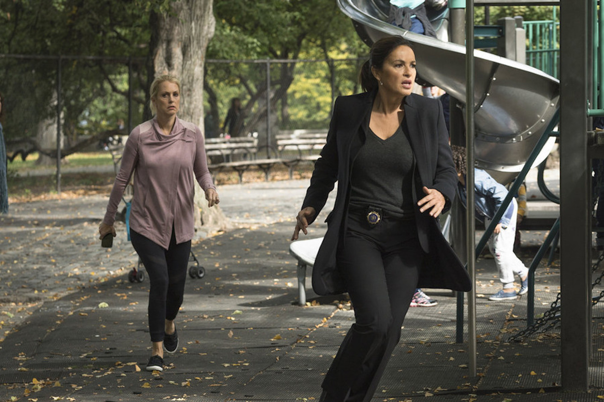 Law & Order SVU Mariska chases after abducted child