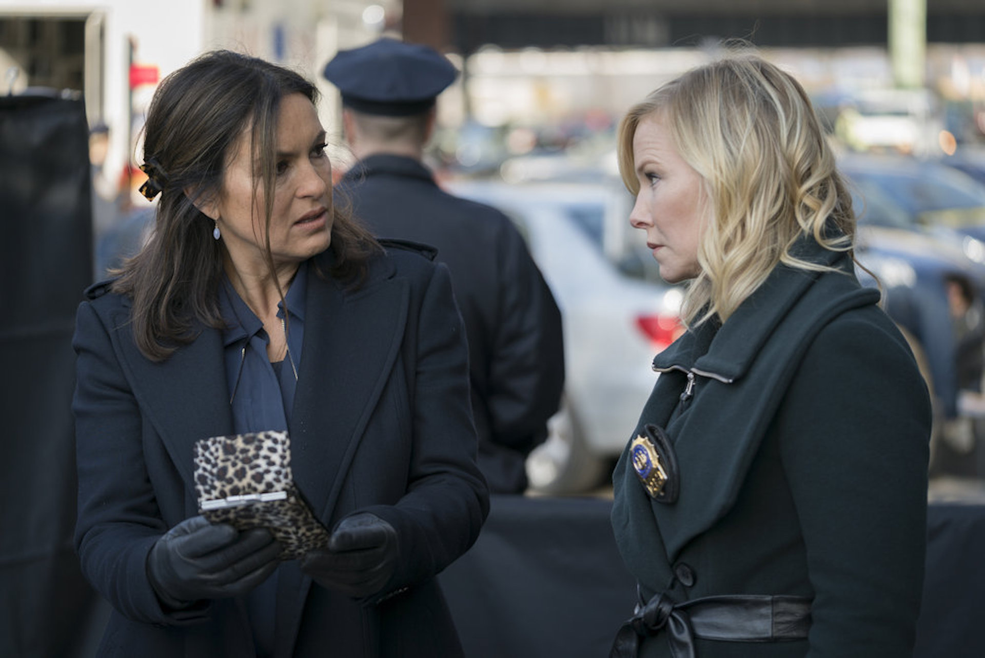 Mariska takes on the military Law & Order SVU