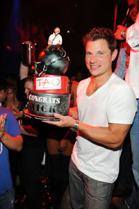 nick-lachey-bachelor-party-cake