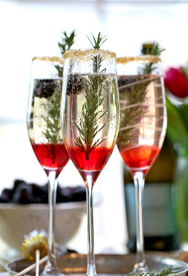 Amazing Winter Wedding Pro Tips | Offer a Seasonal Cocktail