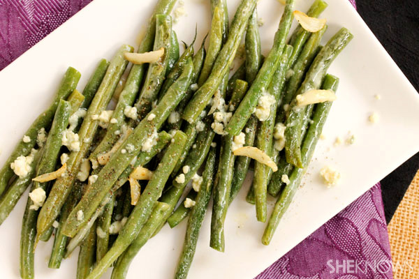Olive oil and garlic green beans with crumbled blue cheese recipe