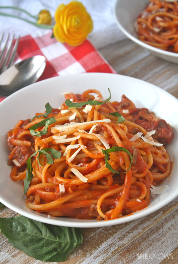 One-pot spaghetti with meat sauce