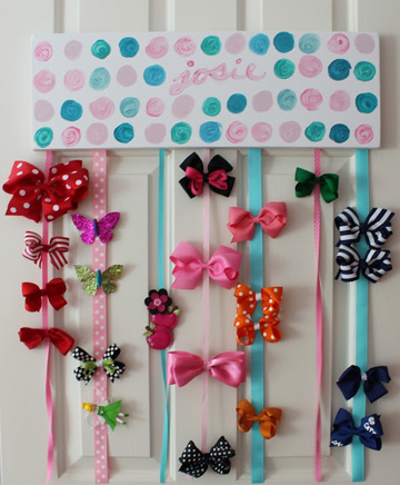 A canvas with hanging ribbon hold hair bows.