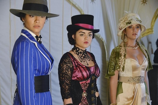 Pretty Little Liars Season 4 Halloween Special