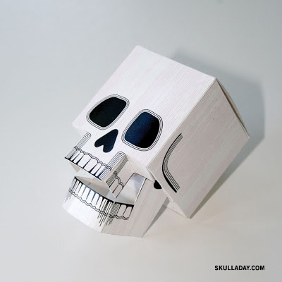 Papercraft skull with moveable jaw