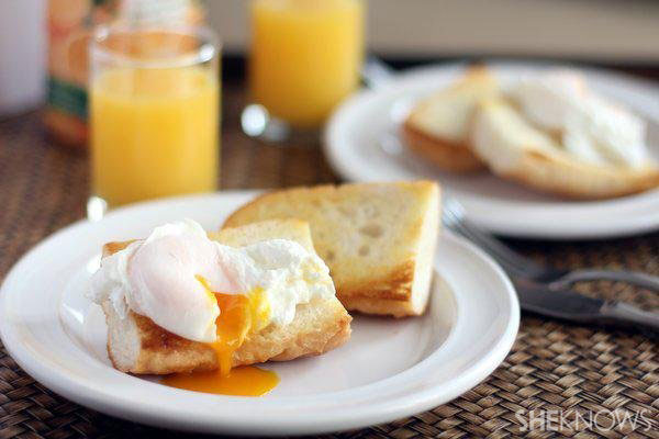 Perfect poached eggs in the microwave