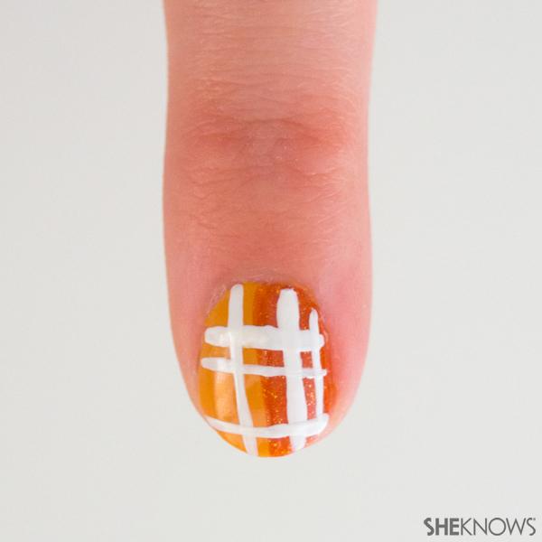 3 Classic plaid nail art designs | Sheknows.com -- more lines