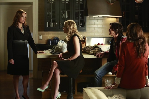 Veronica shares news in Pretty Little Liars