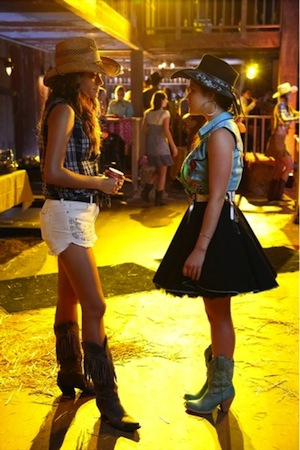 Emily spills to Aria in Pretty Little Liars