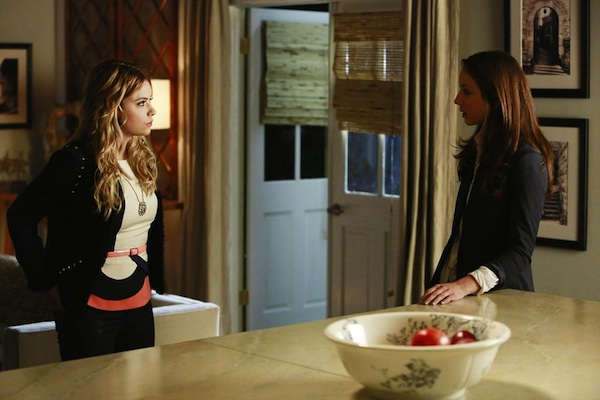 Hanna and Spencer in Pretty Little Liars